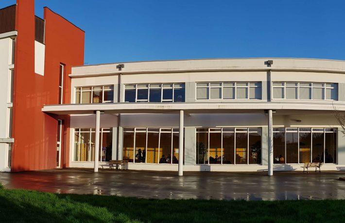 Vue extérieure du lycée Jean Paul II